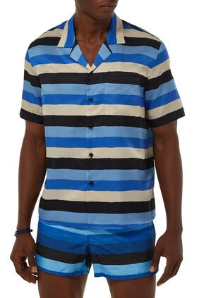 قميص بياقة بطية على شكل حرف V