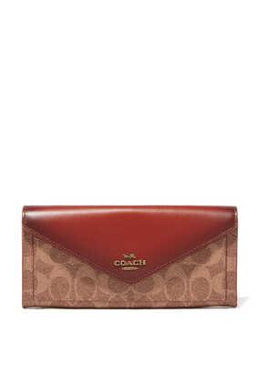 محفظة ناعمة مزينة بشعار الماركة مقسمة بألوان