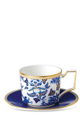 فنجان شاي وطبق هبيسكاس