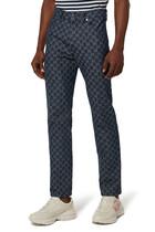 بنطال جينز قطن عضوي بنقشة شعار الماركة