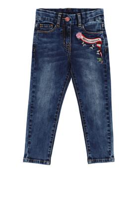 بنطال جينز مطرز بشعار الماركة