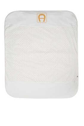 بطانية مبطنة بطبعة شعار الماركة بلون ذهبي
