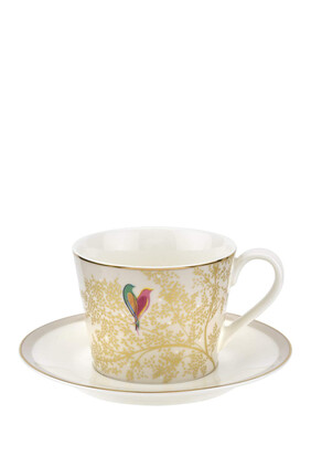 فنجان شاي وطبق سارة ميلر