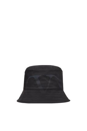 قبعة باكيت فالنتينو غارافاني بشعار حرف V