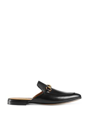 حذاء مفتوح من الخلف بحلية على شكل لجام حصان